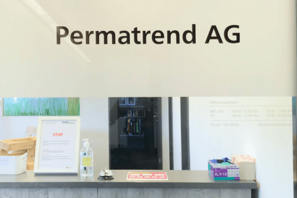 Bild vom Eingang der Firma Permatrend AG
