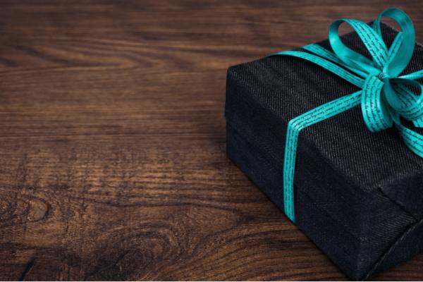Symbolbild eines verpackten Geschenks